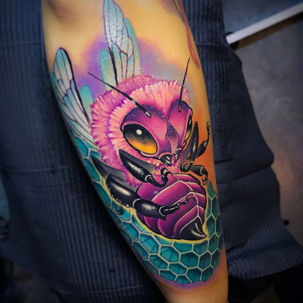 color bee tattoo Milano
